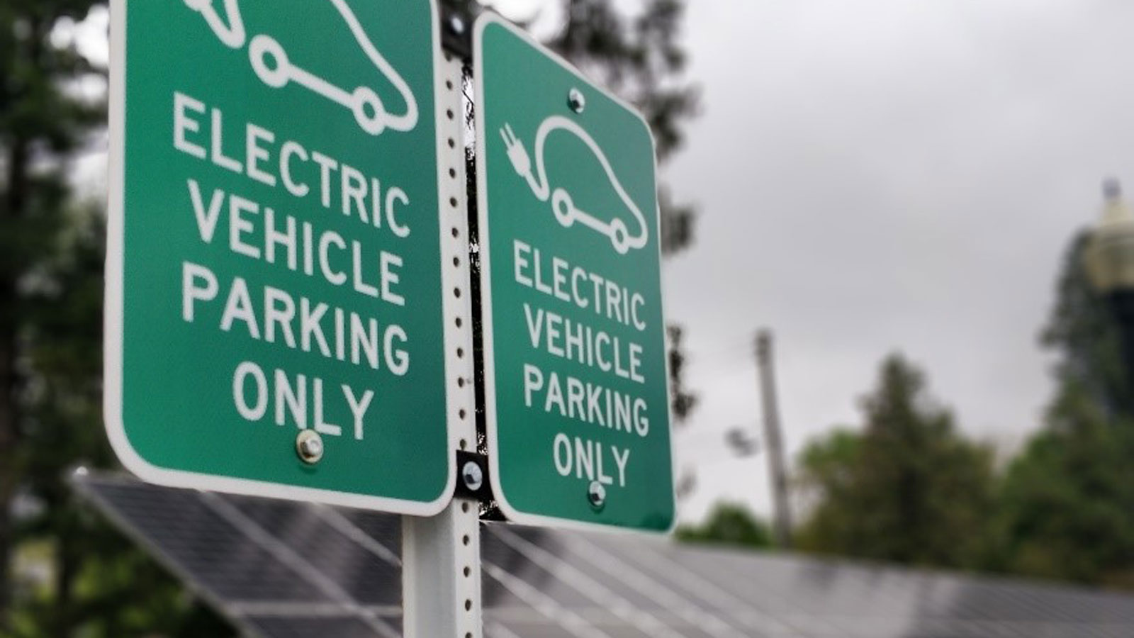 """<h3>ELECTRIC VEHICLES</h3><h5>There were <span class=""""slideshowHighlight"""">over 361,000 electric vehicles</span> sold in the U.S. in 2018, compared to virtually none in 2009. In the firstseven months of 2019, electric vehicle sales were up an additional14 percent over that same periodin 2018.</h5>"""
