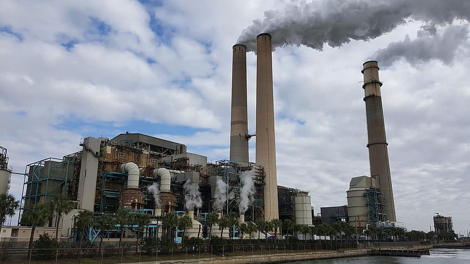 <h6 class='slideTitle'>Actions the Trump administration is taking</h6><h4 class='slideSubtitle'> Undermining  mercury and air toxic standards</h4><h5 class='slideText'>The Trump administration has moved to undermine the rule dramatically reducing mercury pollution from power plants that has contaminated fish in our rivers, lakes and streams.</h5><p class='slideCredit'>Big Bend power plant in Tampa, Fla.<br>Public Domain via Pikist</p>
